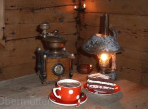Kaffe-Kuchen-und-Licht
